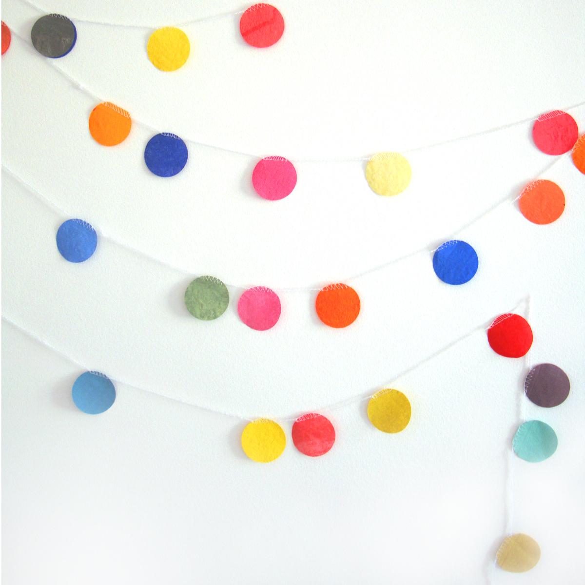 guirlande pastilles multicolore the fabulous garlands. Black Bedroom Furniture Sets. Home Design Ideas