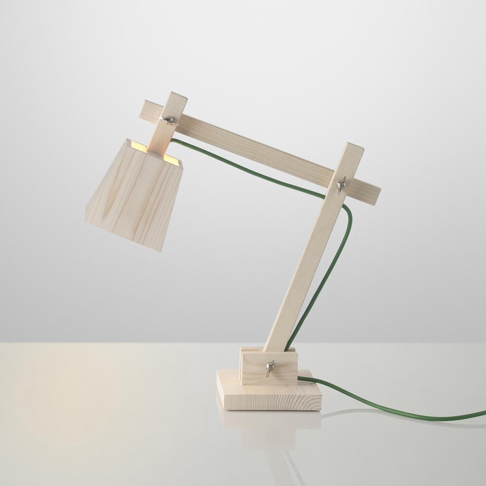 Lampe de bureau wood fil vert muuto lampes de chevet for Lampe de bureau en bois