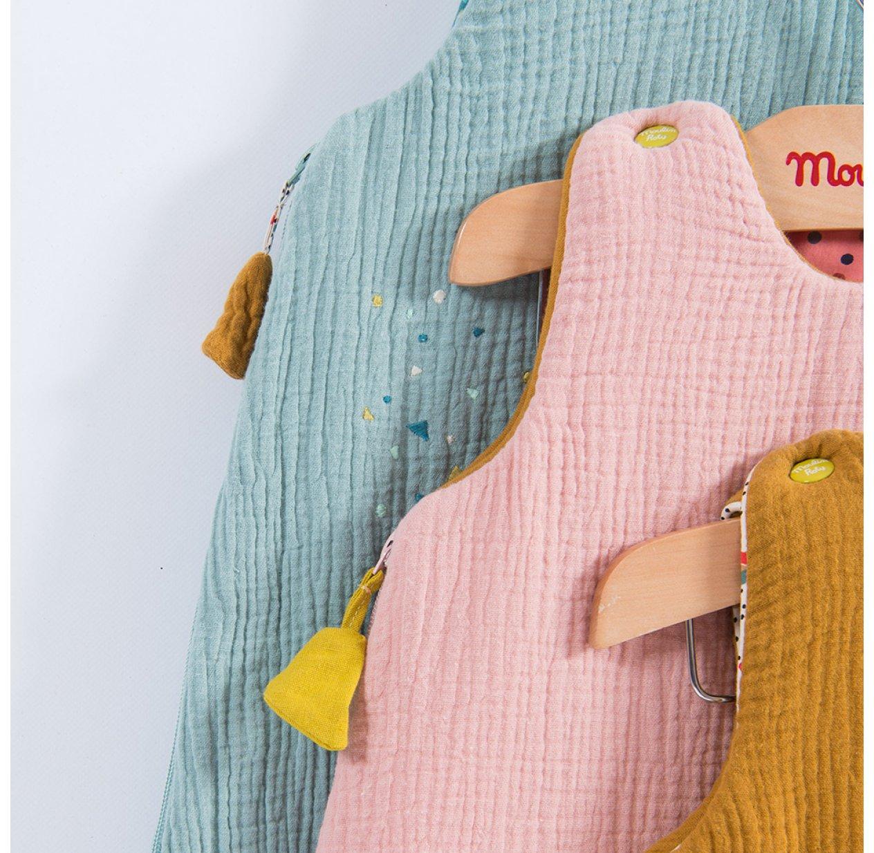 Gigoteuse Bébé   Les Jolis Trop Beaux   Rose Poudré Moulin Roty Pour  Chambre Enfant   Les Enfants Du Design