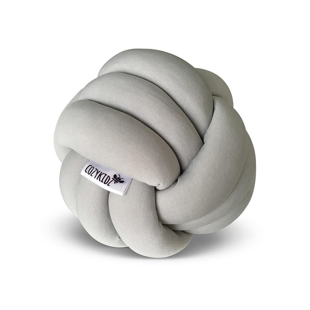 coussin knotball gris clair cozykidz pour chambre enfant les enfants du design. Black Bedroom Furniture Sets. Home Design Ideas