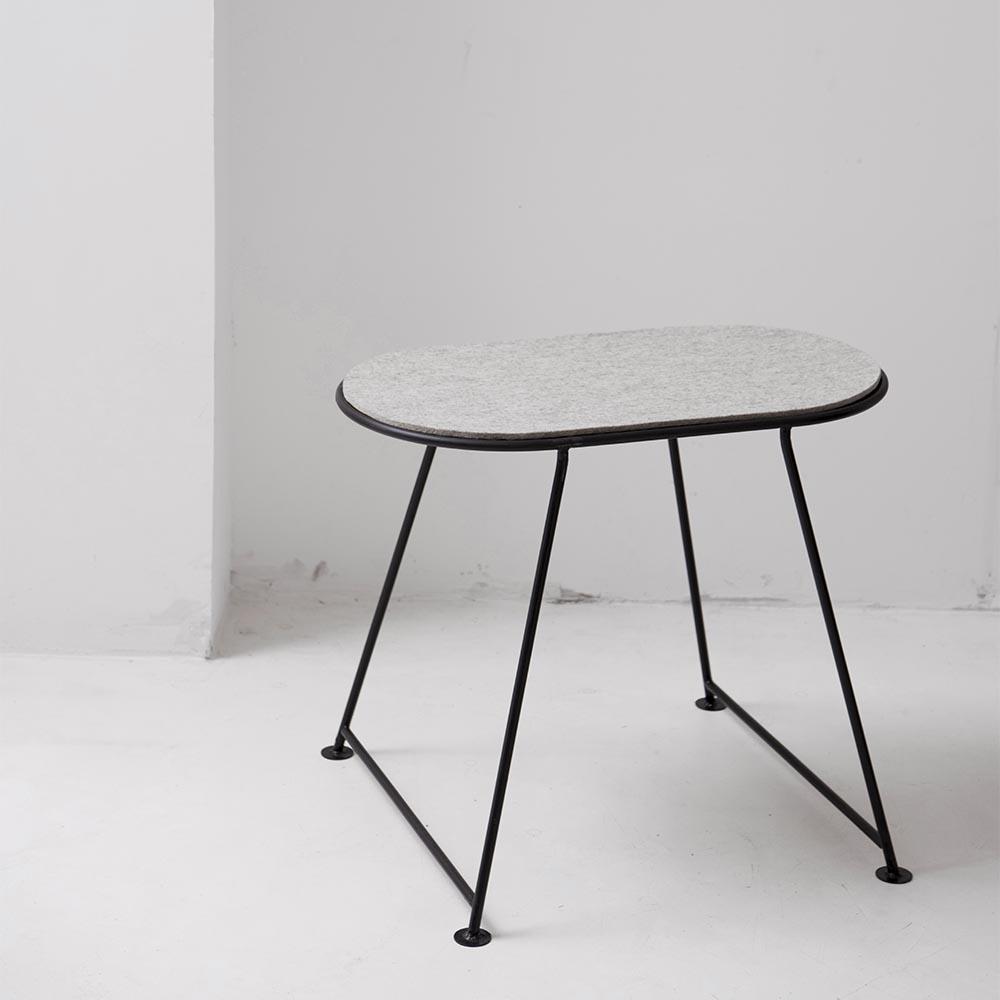 table capsule en feutre gris clair nathalie rives a lifestyle pour chambre enfant les. Black Bedroom Furniture Sets. Home Design Ideas