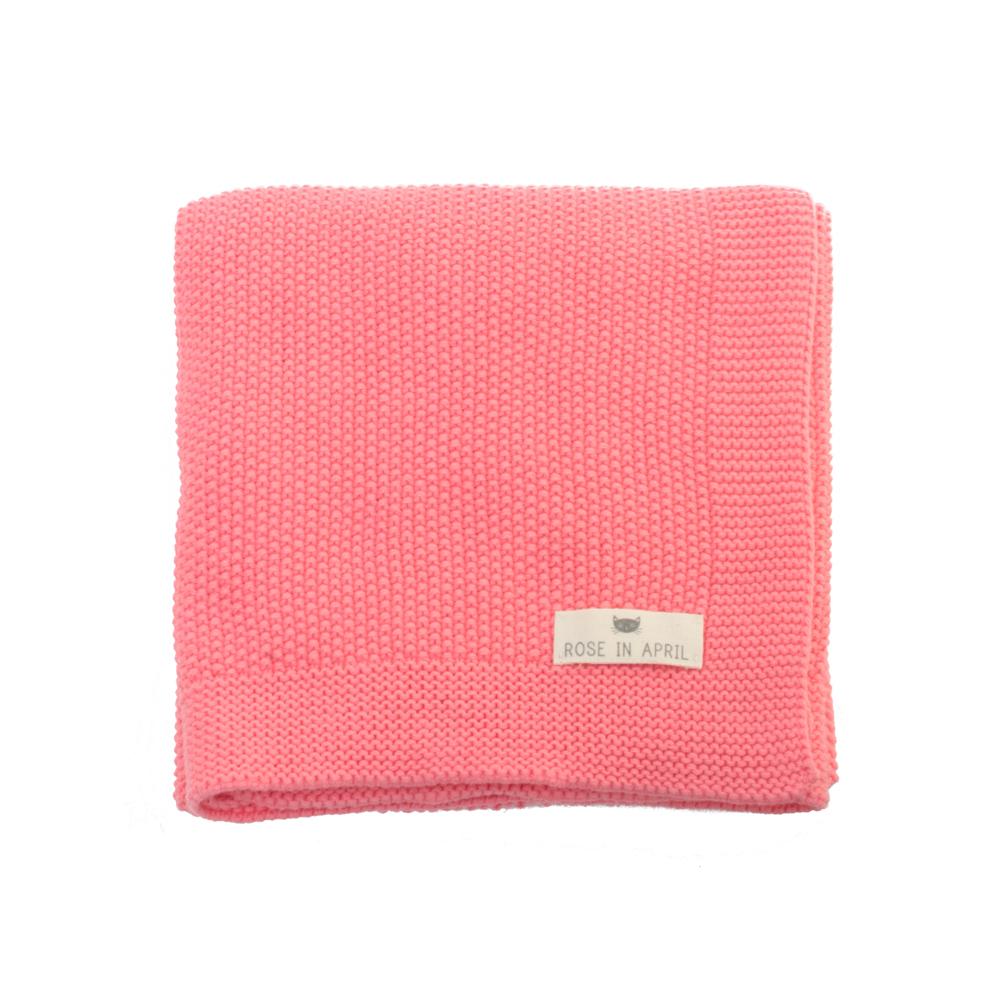 couverture bou en tricot rose corail rose in april pour chambre enfant les enfants du design. Black Bedroom Furniture Sets. Home Design Ideas