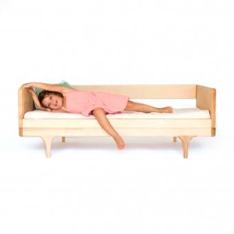 lit junior caravan divan avec barri re naturel kalon studios pour chambre enfant les enfants. Black Bedroom Furniture Sets. Home Design Ideas