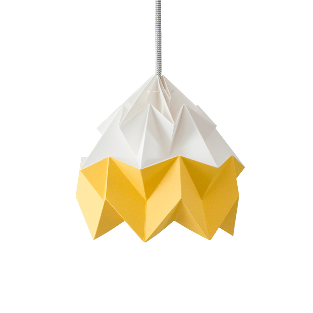 petite suspension origami moth bicolore jaune studio snowpuppe pour chambre enfant les enfants. Black Bedroom Furniture Sets. Home Design Ideas