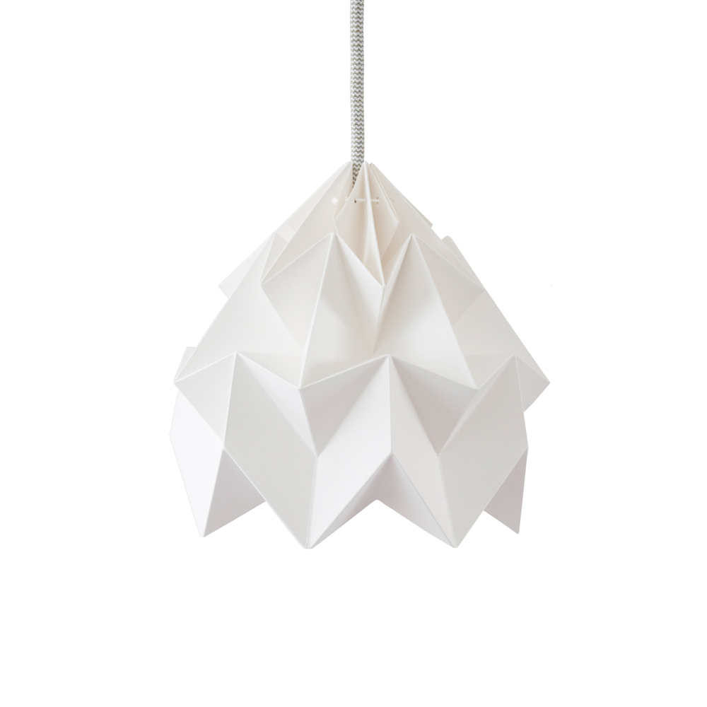 Petite suspension origami moth blanche studio snowpuppe for Suspension blanche design