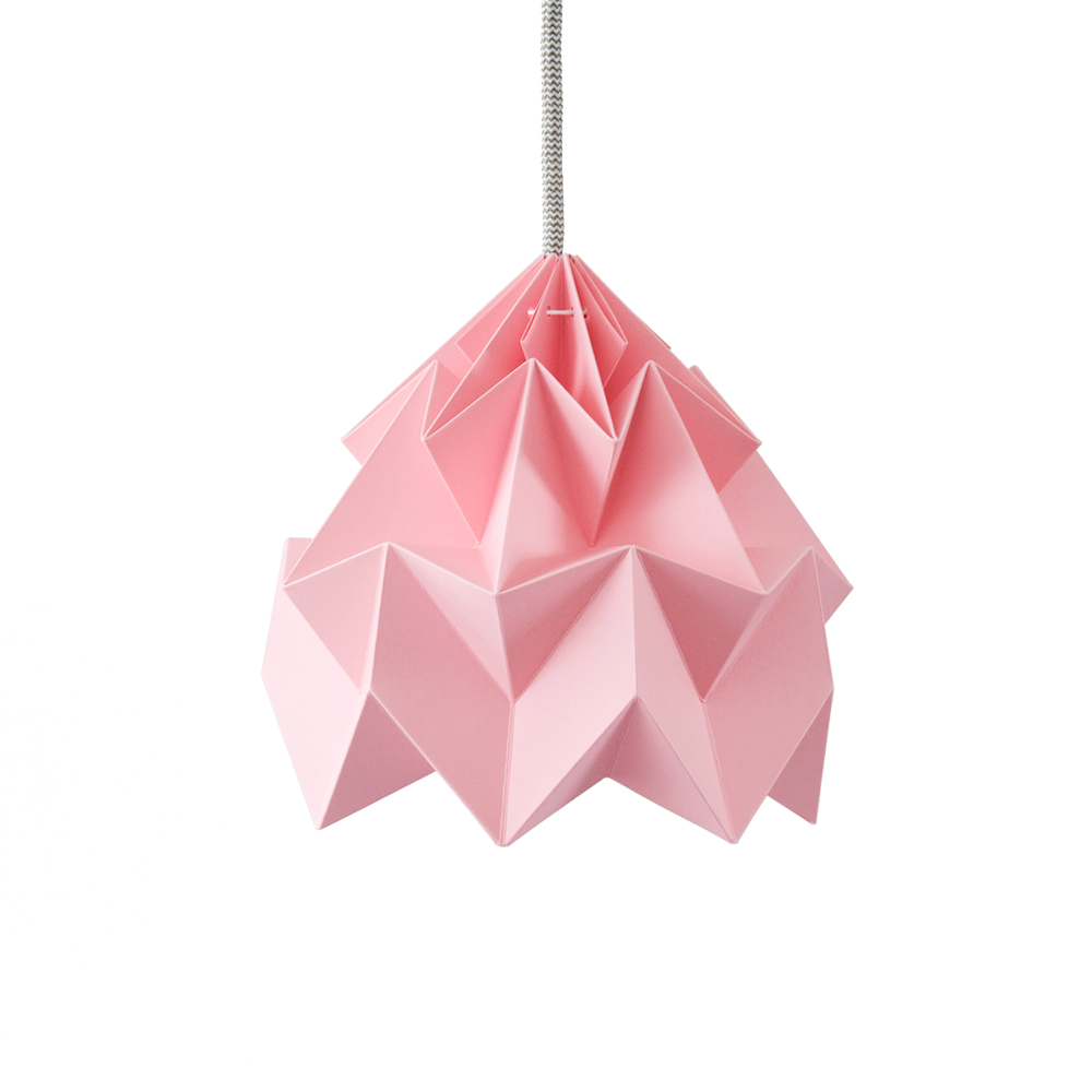 petite suspension origami moth rose studio snowpuppe pour chambre enfant les enfants du design. Black Bedroom Furniture Sets. Home Design Ideas