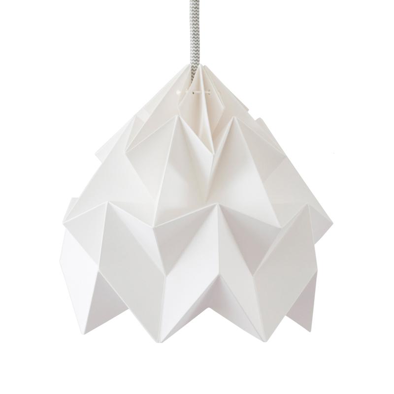suspension origami moth xl blanche studio snowpuppe pour. Black Bedroom Furniture Sets. Home Design Ideas