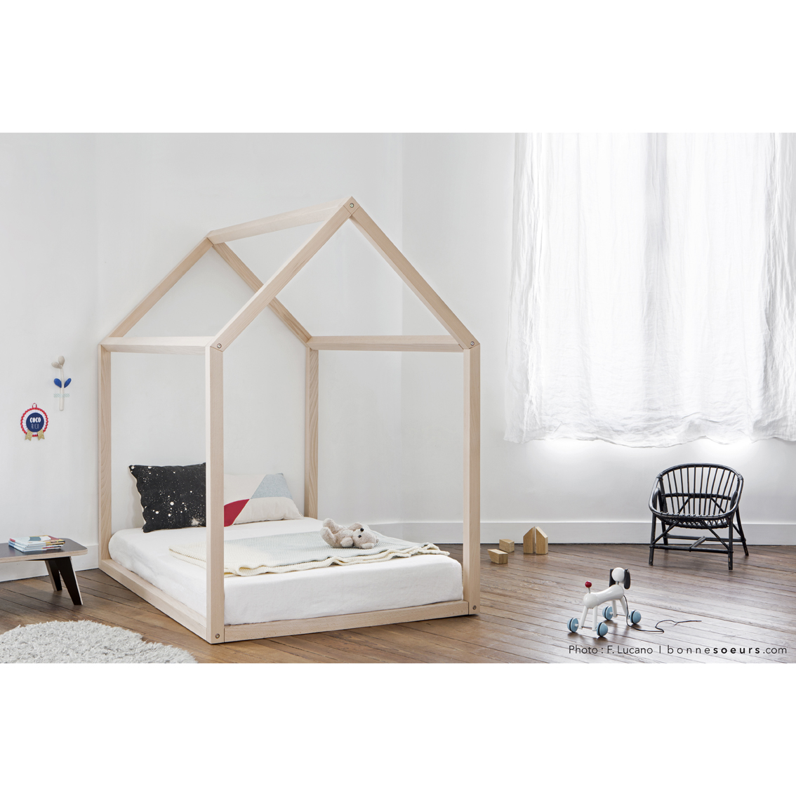 Lit bebe maison for Les enfants design