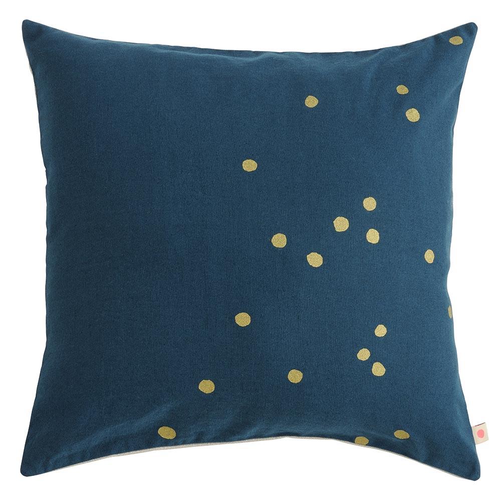 coussin lina m bleu p trole la cerise sur le g teau pour chambre enfant les enfants du design. Black Bedroom Furniture Sets. Home Design Ideas