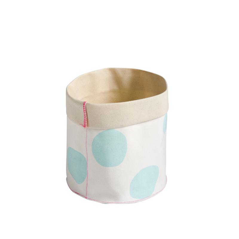 petit panier de rangement pois bleu clair la cerise sur le g teau pour chambre enfant les. Black Bedroom Furniture Sets. Home Design Ideas
