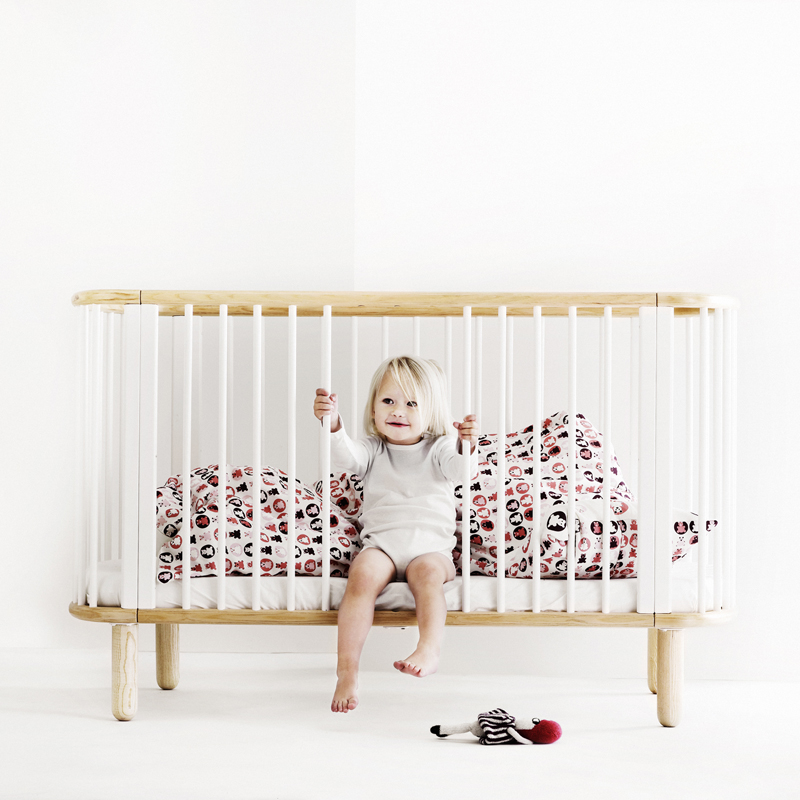 chambre bebe design scandinave lustre enfant au design scandinave chambre bb chambre petite. Black Bedroom Furniture Sets. Home Design Ideas