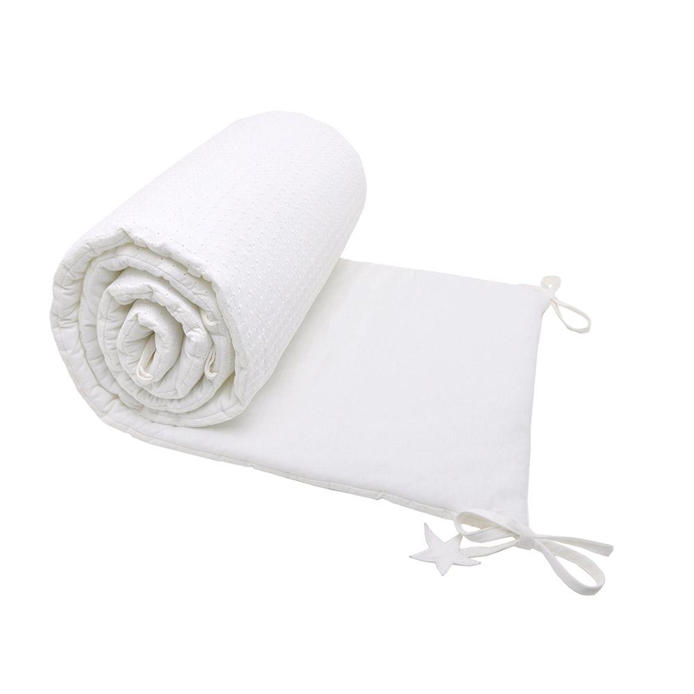 tour de lit broderie anglaise marshmallow jack n 39 a qu 39 un oeil pour chambre enfant les. Black Bedroom Furniture Sets. Home Design Ideas