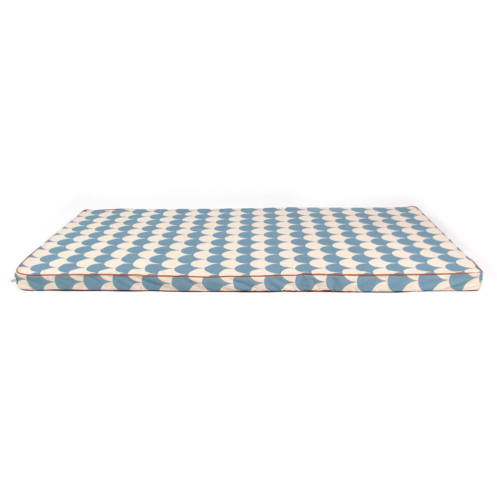 matelas ecailles bleu nobodinoz pour chambre enfant les enfants du design. Black Bedroom Furniture Sets. Home Design Ideas