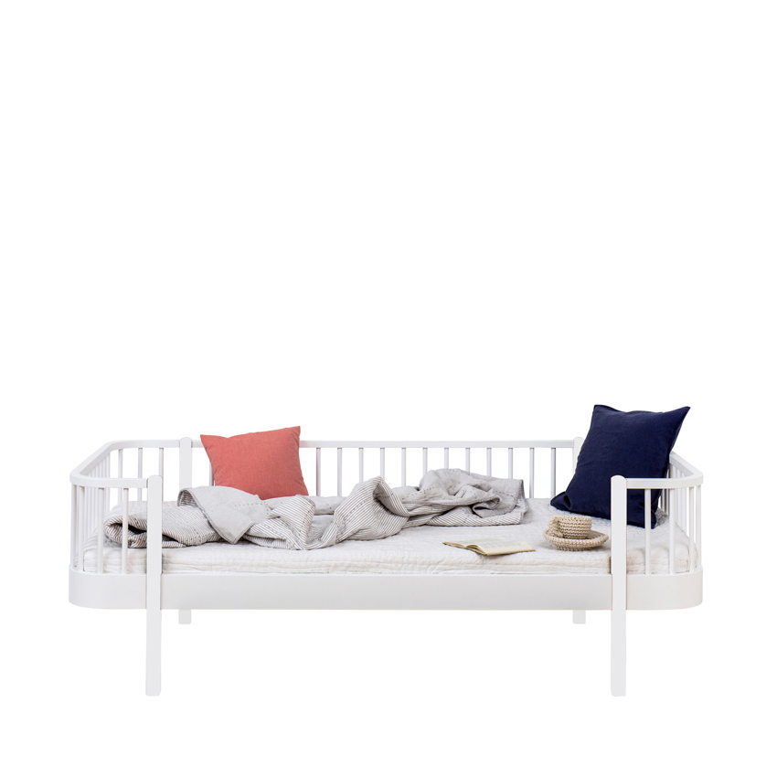lit banquette wood blanc oliver furniture pour chambre enfant les enfants du design. Black Bedroom Furniture Sets. Home Design Ideas