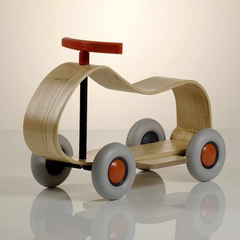 Porteur design voiture max sirch pour chambre enfant les for Cuisine en bois jouet ikea