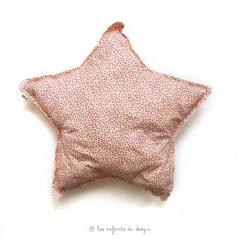 coussin etoile fleurs rose num ro 74 pour chambre enfant les enfants du design. Black Bedroom Furniture Sets. Home Design Ideas