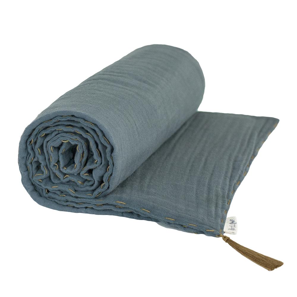 couverture l g re bleu gris num ro 74 pour chambre enfant les enfants du design. Black Bedroom Furniture Sets. Home Design Ideas