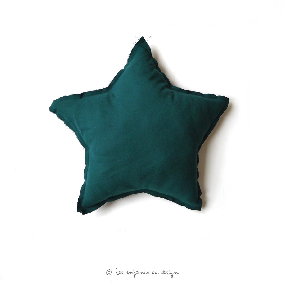 petit coussin etoile bleu canard num ro 74 pour chambre enfant les enfants du design. Black Bedroom Furniture Sets. Home Design Ideas