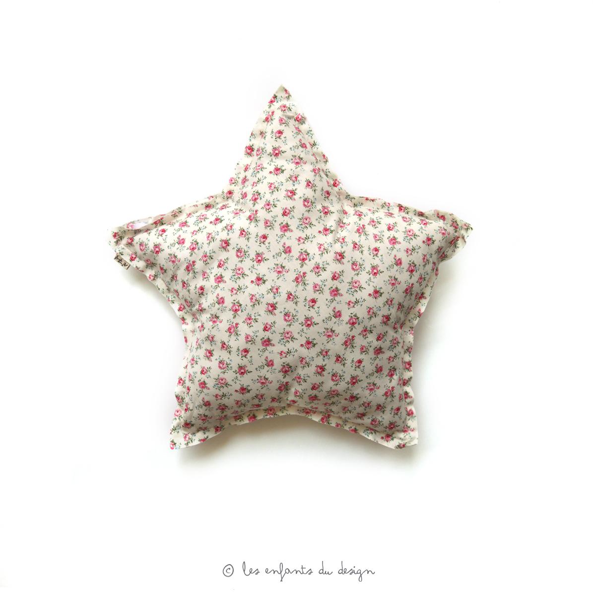 mini coussin etoile liberty fleurs rose num ro 74 pour chambre enfant les enfants du design. Black Bedroom Furniture Sets. Home Design Ideas