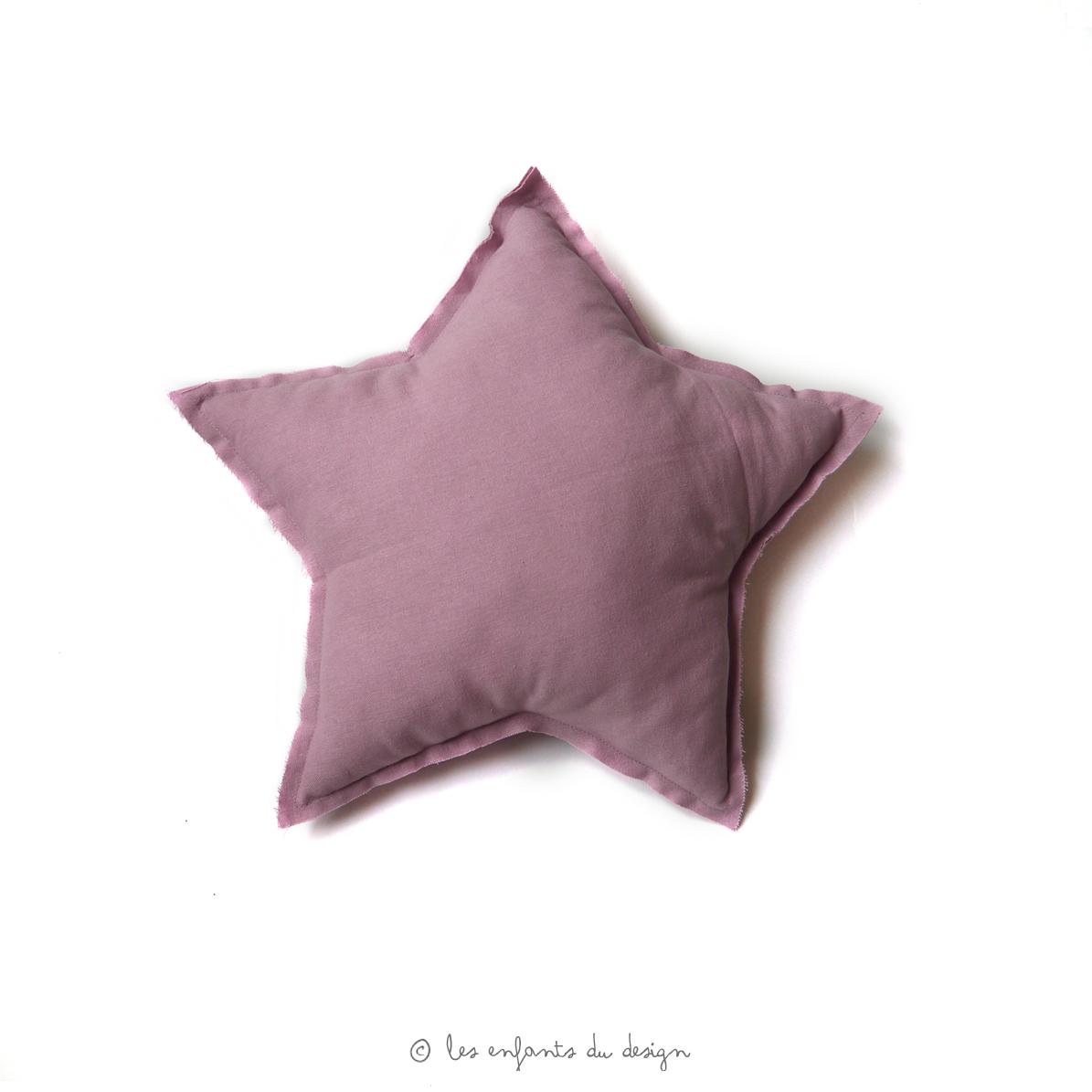 petit coussin etoile vieux rose num ro 74 pour chambre enfant les enfants du design. Black Bedroom Furniture Sets. Home Design Ideas