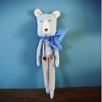 Ours au foulard