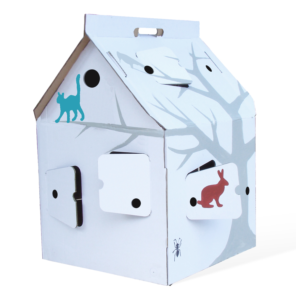 Casa cabana maison en carton avec motifs studio roof for Maison en carton a colorier
