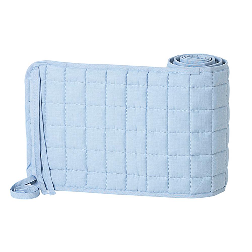 tour de lit matelass hush bleu clair ferm living pour chambre enfant les enfants du design. Black Bedroom Furniture Sets. Home Design Ideas