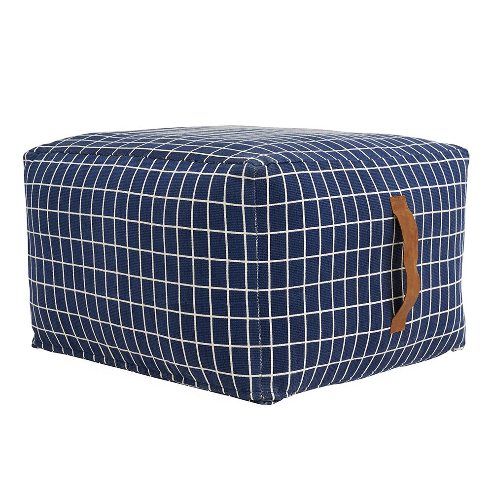 pouf sit on me carr bleu oyoy pour chambre enfant les. Black Bedroom Furniture Sets. Home Design Ideas